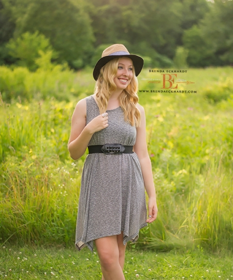 madisonwi hipster outdoor girl senior family photographer brand